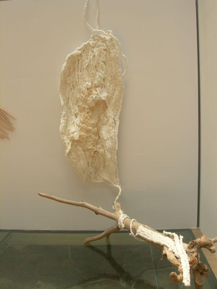 用棉繩編織的我覺得像台灣島 很精細很漂亮 原住民的藝術.工藝的天份很強