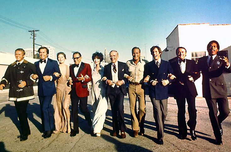 Steve McQueen, Robert Wagner, Faye Dunaway, William Holden, Jennifer Jones, Fred Astaire, Paul Newman, Richard Chamberlain, Robert Vaughn and O.J. Simpson en el rodaje de The Towering Inferno (El coloso en llamas).