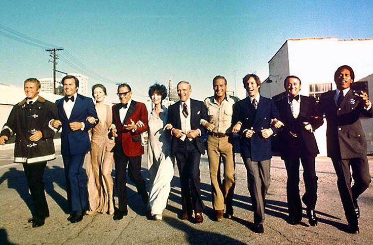 Steve McQueen, Robert Wagner, Faye Dunaway, William Holden, Jennifer Jones, Fred Astaire, Paul Newman, Richard Chamberlain, Robert Vaughn and O.J. Simpson en el rodaje de The Towering Inferno.