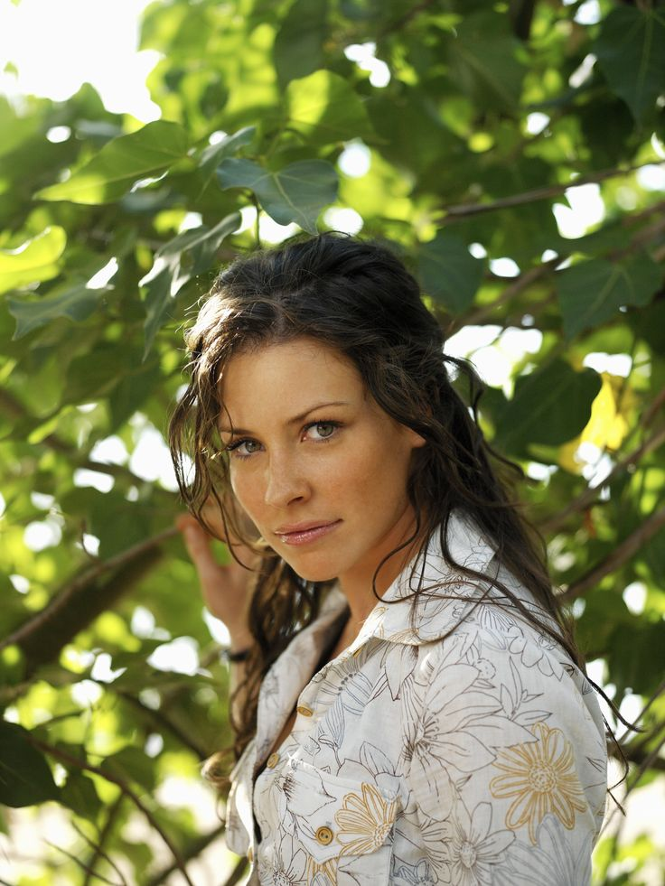 "Lost S2 Evangeline Lilly as ""Katherine 'Kate' Austen"""