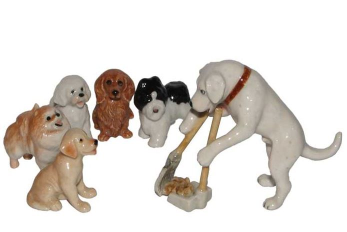 собаки убирают за собой Миниатюрные статуэтки из Франции, ручная роспись. Поставки под заказ раз в две недели, постоянно обновляемая коллекция в наличии в шоуруме. По вопросу покупки пишите whats app 89503167416, доставка во все регионы России
