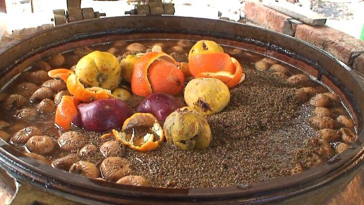 """Καζανίσματα - """"Το τσίπουρο γίνεται με βάση τα σταφύλια, ενώ η σούμα, που είναι το παραδοσιακό ποτό της Χίου, γίνεται με βάση τα σύκα, τα οποία –αφού μαζευτούν τον Αύγουστο- αφήνονται να ξεραθούν στον ήλιο.....""""  http://www.aplotaria.gr/kazanismata-kalogridou/"""