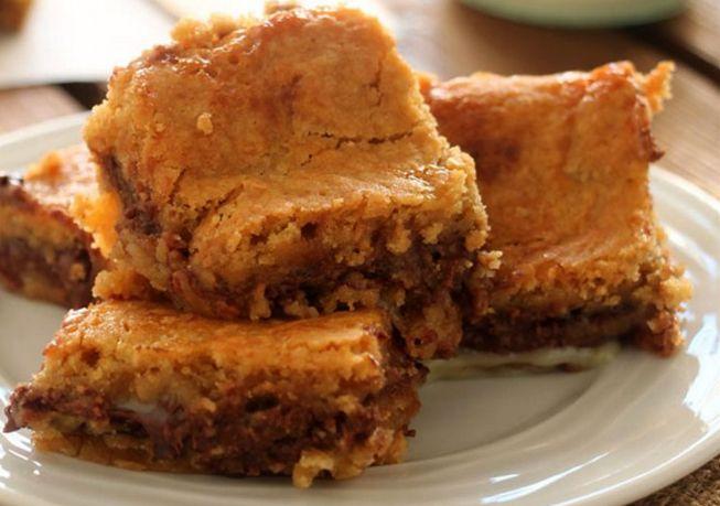 Υπέροχο γλύκισμα με μπισκοτένια ζύμη Νουτέλα και ζαχαρούχο γάλα