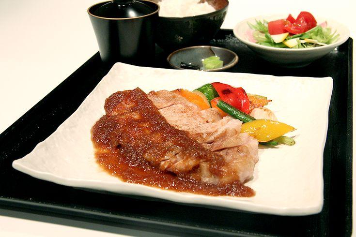 創作フレンチ・和食レストラン YAKIYAKIさんの家 AKASAKA 本日も11時45分よりランチ開始です。 http://www.psyzfoods.com/yakiyaki3noie/akasaka/lunch/… ディナーは18時開始です。 http://www.psyzfoods.com/yakiyaki3noie/akasaka/dinner/…
