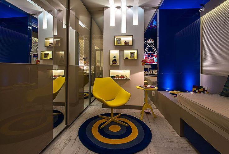 No Espaço Suíte do Neto, da Mostra Casa Cor® Alagoas, o espaço com mobiliário da S.C.A. impressiona pela beleza e funcionalidade. Projeto: Suzana Araújo