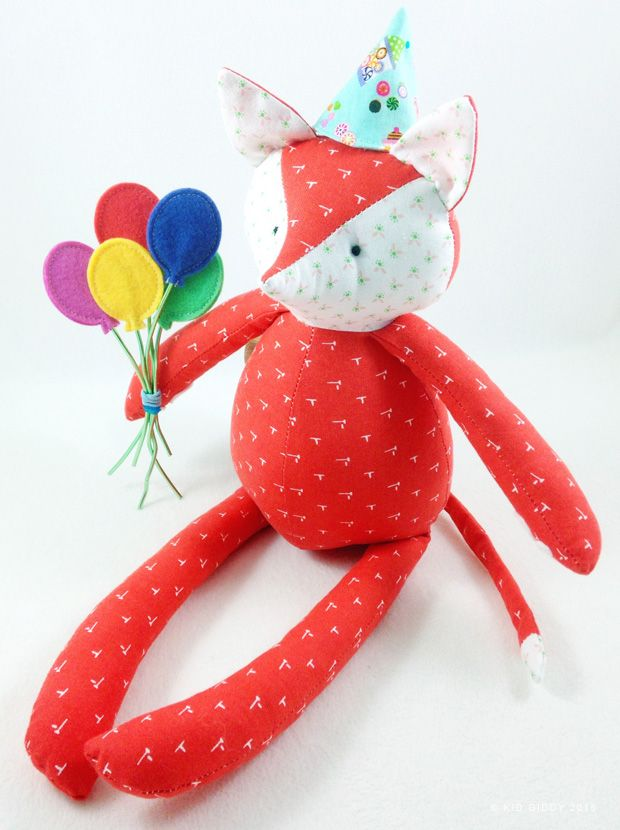 My newest Kid Giddy dies with Sizzix include this sweet FOX ready for a Party!