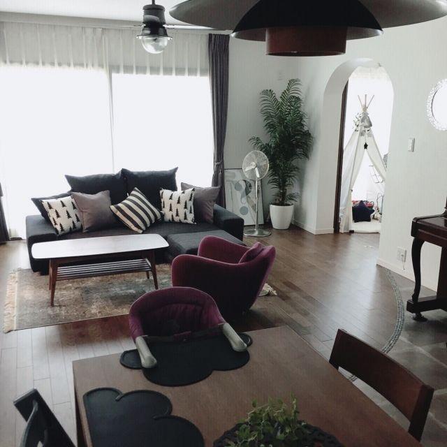 kaorii.tさんの、Lounge,観葉植物,IDEE,無垢の床,ミックススタイル,男前,ダイニングからのリビング,R壁,fine little…