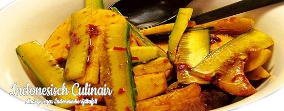 Rujak Manis - Fruit met een zoete, pittige ketjapsaus - Fruit with a sweet, spicy soy sauce