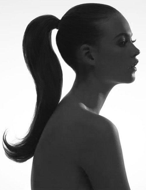 Prachtige steile paardenstaart. Gebruik de Biosilk Smoothing Balm om de je haar mooi glad te maken en in model te houden.