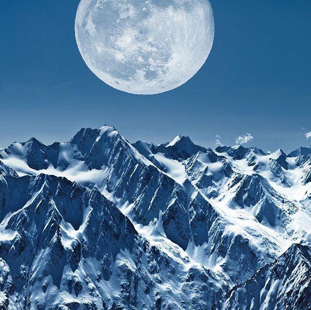 Beautiful full moon  last night in the #oetztalalps #soelden #sölden @bergwelten