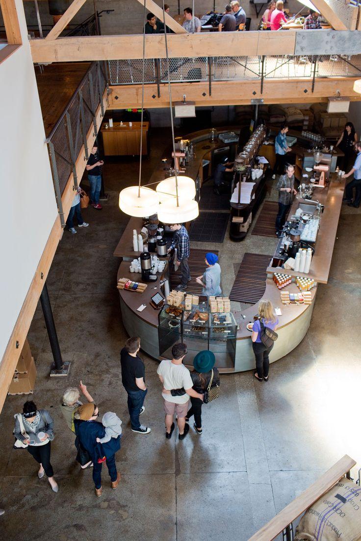 Sightglass Coffee in San Francisco, SoMa district   かつてブームを巻き起こしたサードウェイヴコーヒー・ムーヴメントの根底にあったのは、日用品としてのコーヒーの「当たり前」を疑い、新しいものを生み出そうと「ハック」を試みたガレージ発の起業家精神だった。サンフランシスコの「サイトグラス・コーヒー