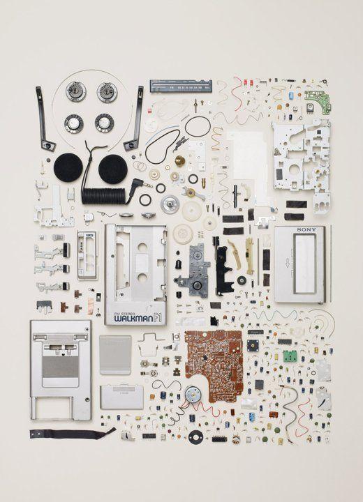 Un Walkman. Todd McLellan