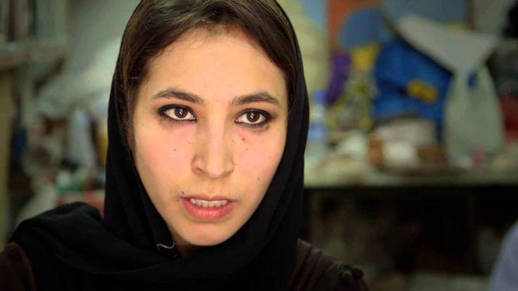 Malina (en inglés) - Malina Suliman é unha grafitera agfá que tivo que deixar o país tras recibir ameazas dos talibáns. O seu crime foi  pintar as paredes de Kandahar cun grafiti de un esqueleto vestindo un burka e representar a un afgano enredado por unha gravata estadounidense e un turbante.