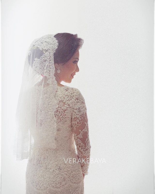 Fashion Designer : Yana (081318005733) : verakebaya@me.com (by appointment)
