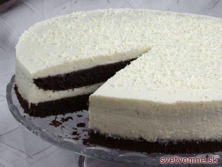 Fantastický recept na tortu z kakaového korpusu a krému z bielej čokolády a tvarohu.
