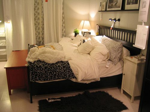 It look so cozy :>: Guest Bedrooms, White Rooms, Beds Frames, Beds Linens, Bedrooms Inspiration, Bedrooms Ideas, Ikea Bedrooms, Cozy Bedrooms, Cozy Beds