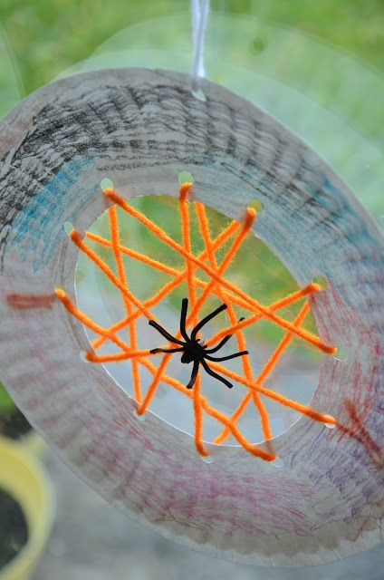 Paper Plate Spiderwebs are great as a Kids Craft for halloween. Use orange wool for impact. #HalloweenCraftIdeas