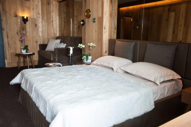 """Le junior suite sono la scelta adatta ai nostri clienti più esigenti, quelli che """"dormire"""" è solo una delle tante opzioni del soggiorno"""