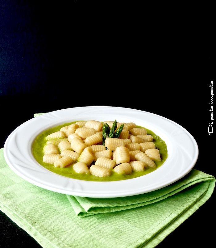Di pasta impasta: Gnocchi di farina e acqua alla crema di asparagi