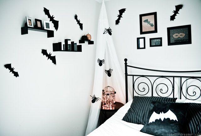 Creepy Crawly Bedroom { Spiders U0026 Bats }
