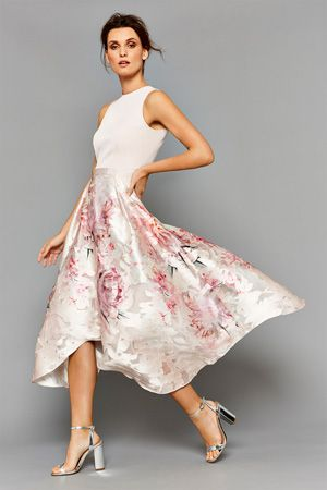 This beautiful dress is a true show stopper. The Orsay Floral Midi Dress features a catwalk inspired high low skirt with perfect volume. The luxe finish adds a modern touch, whilst the waist is cinched in for the perfect fit. This dress measures 111.5cm from side neck point to hem. Height of model shown: 5ft 9inches/175cm. Model wears: UK size 10.