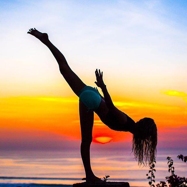 Yoga SILHOUETTE. Thanks -  IG/ashleygalvinyoga