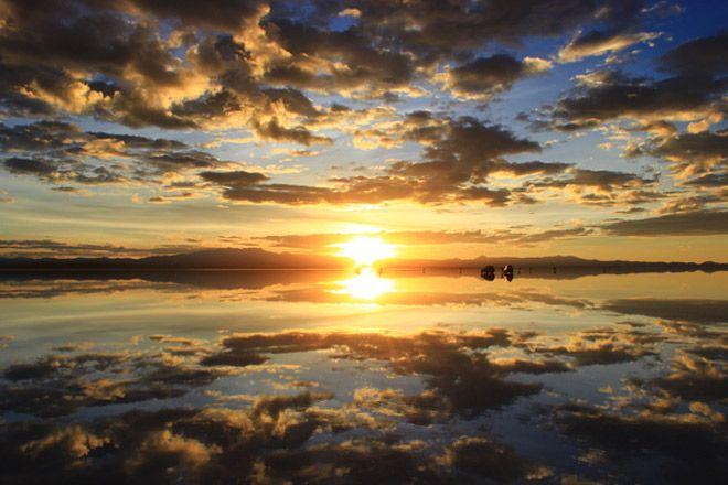 天地がひとつになるボリビア・ウユニ塩湖の絶景に、大自然の偉大さを実感。