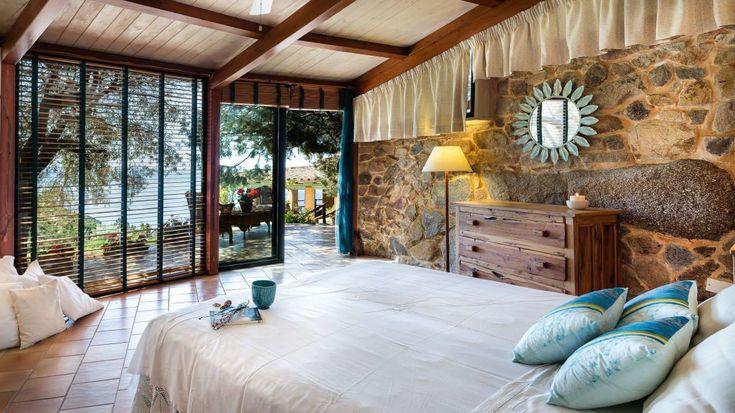 <p>Pietra e legno vestono la camera da letto rustica e tradizionale, per chi ama addormentarsi e svegliarsi a contatto con la dimensione rurale e i materiali naturali.</p>   Credits: homify / Mario Marino
