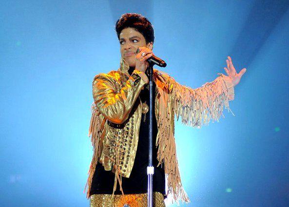 prince in concert images   Paris s'oppose au concert de Prince sous la Tour Eiffel   Funk-U