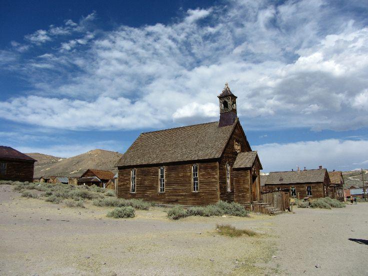 Bodie, la città fantasma della California, rimasta perfettamente conservata dal vecchio West! #Bodie #CittàFantasma  http://www.viaggi-usa.it/citta-fantasma-bodie-west/