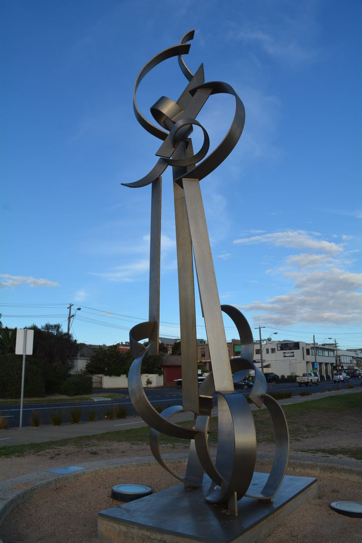 L1M1AP3 Lines. Auto focus and hand held. ISO 200 18mm f/10 1/400 AUTO. The same sculpture from front on.