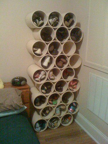 Rak PVC. Rak sepatumu sudah tidak cukup lagi menampung semua sepatu yang kamu miliki? Tenang, ada ide baru yang bisa kamu coba. Gunakan pipa PVC berukuran sedang, potong menjadi 4 bagian. Susun potongan pipa tersebut sesuai keinginanmu dan lekatkan menggunakan lem khusus PVC. Sekarang kamu punya rak sepatu unik hasil karyamu sendiri.  via #hipwee