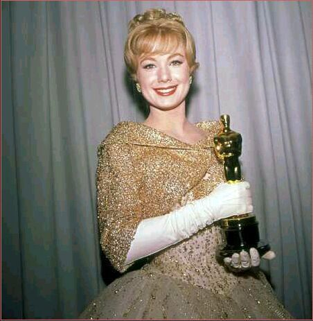 """Shirley Jones takes home the Oscar for Best Supporting Actress for her role in """"Elmer Gantry"""", 1961."""