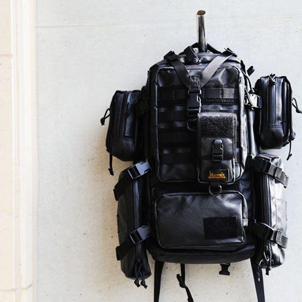 블랙라벨 이글의 모습입니다. 스파이크, MM1, 메버릭 파우치를 모두 결착하여 수납력을 확장한 풀몰리입니다. 이글은 가벼운 무게와 날렵한 디자인이 특징인 제품입니다. 이글을 경험해보세요.  http://www.magforcekorea.com  #magforcekorea #magforce #blacklabel #backpack #eagle #bag #tactical #맥포스코리아 #맥포스 #블랙라벨 #백팩 #이글 #가방