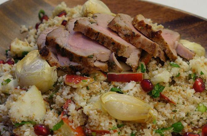 Salat med blomkål, bulgur, bagte hvidløg, dukkah og mynte - lækker, krydret vintersalat.