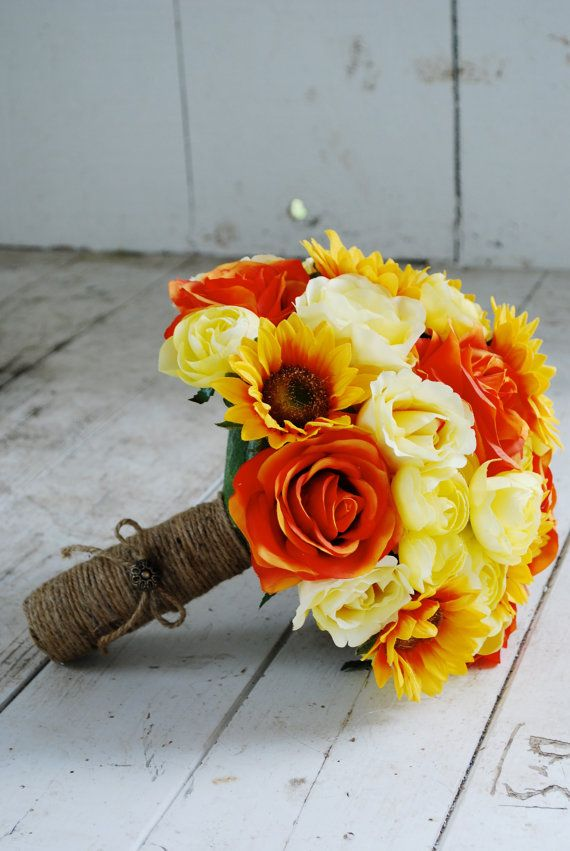 Yellow and orange bouquet with roses and sunflowers | Blue Eyes Bridal