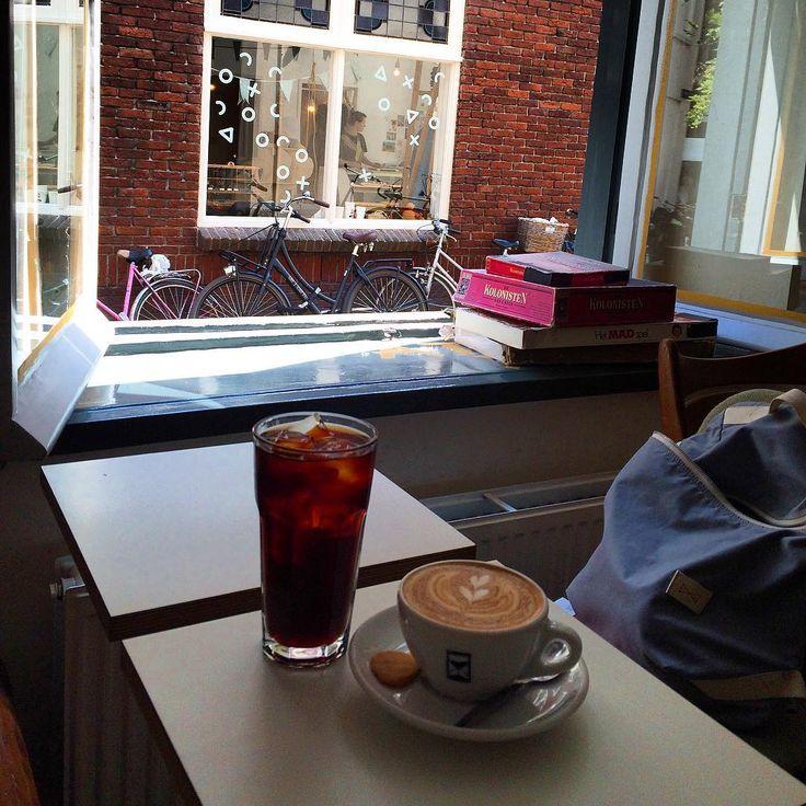 Cold brew a flat white ve Village Coffee & Music👈...nase kofejnova jizda Utrechtem pokracuje☕️, mame se👌☀️ #holland #coffee #utrecht #specialtycoffee #ilovecoffee #coldbrew #flatwhite #tasteofcoffee #tasteactually #ontheroad #coffeelover #foodie #foodblog #foodblogger #czechfoodblogger #iloveholland #thevillagecoffeeandmusic #coffeetime #coffeeaddict #coffee #instalife