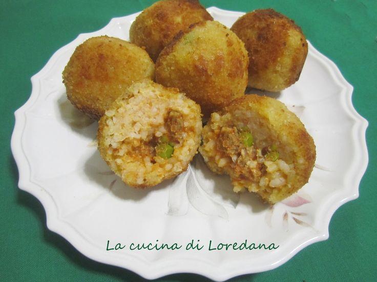 Un piatto della cucina siciliana: gli Arancini di riso, ricco di tutto il gusto ed il sapore di una irresistibile ricetta della nostra tradizione