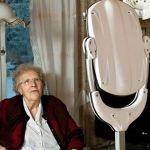Onder de naam GiraffPlus rolt Europa een project uit waarbij robots worden ingezet om ouderen langer thuis te laten wonen. In 15 huishouden ...