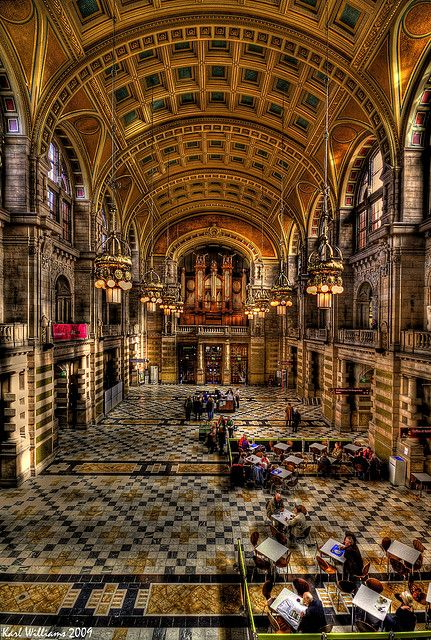 The Big Hall - The Main Hall of Glasgow's Kelvingrove Museum and Art Gallery, Scotland