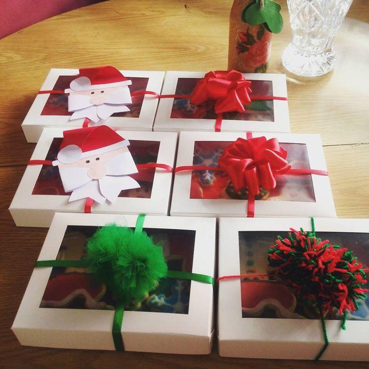 Cajas de galletas navideñas para regalo. Disponible 1/2 docena y 1 docena. Diferentes diseños a elegir.