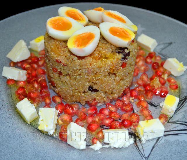Una nutritiva ensalada     INGREDIENTES:   quinoa   queso feta   granada   orejones   arándanos desecados   huev...