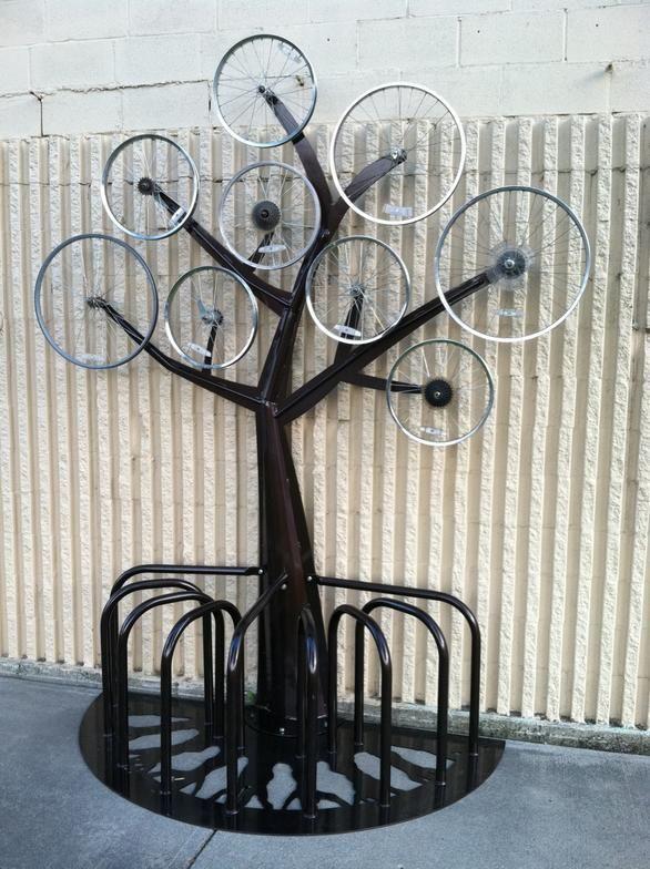 outside-the-circle bike rack