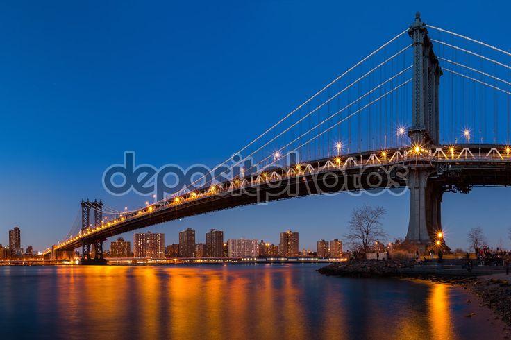 Manhattan Bridge in de schemering — Stockbeeld #82408666