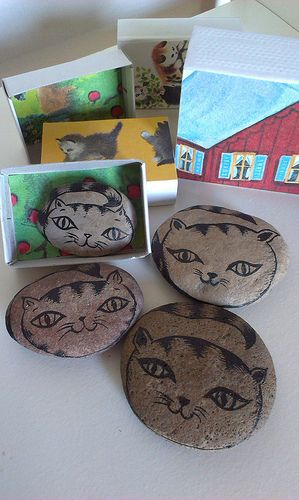 "<3 pet rocks - kitty-in-a-box...""I paint kitty rocks!  What a clever way to gift them!"""