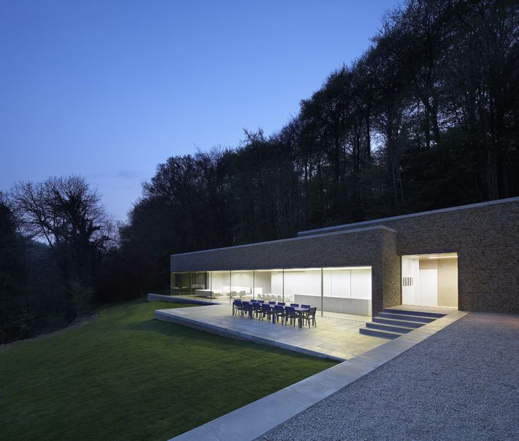 Large modern extension to grade ii keepers cottage in the cotswolds by iq glass