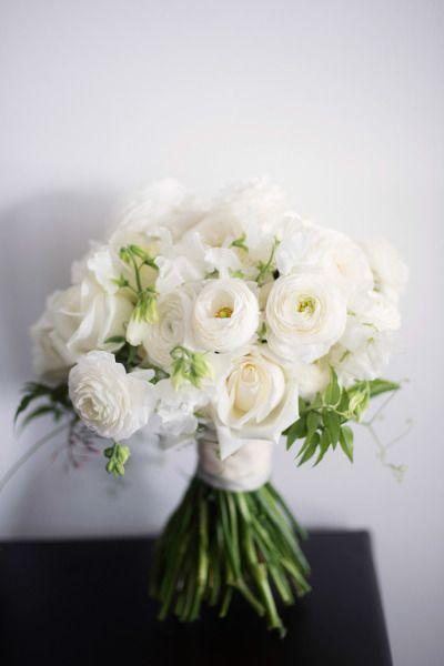 best 25 white ranunculus ideas on pinterest ranunculus wedding bouquet and wedding bouquets. Black Bedroom Furniture Sets. Home Design Ideas