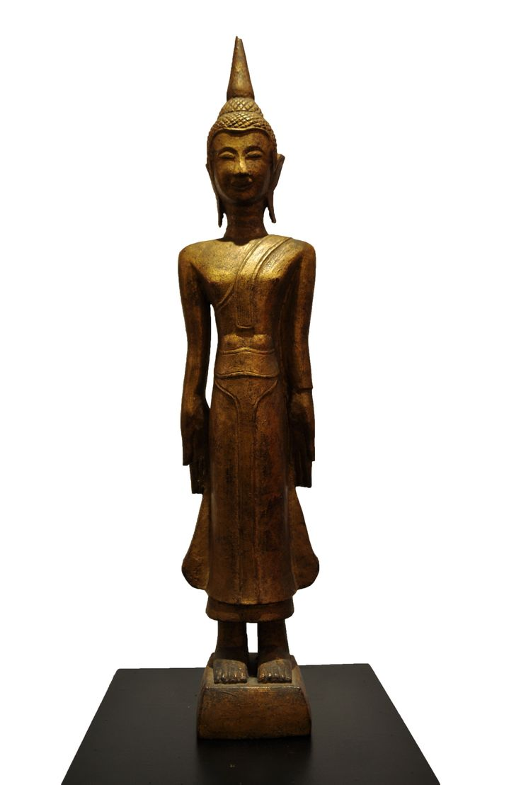 Standing Buddha. Thailand, 18th century, made of teak wood. For more information about this and other amazing Asian/Buddhist antique products, please visit our website: www.sat-nam-art.com