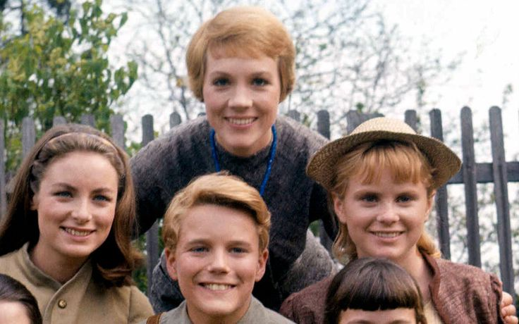 Showbiz Analysis with The Sound of Music's Heather Menzies #LouisavonTrapp