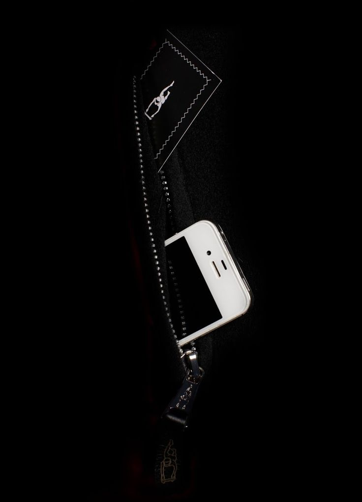 | PARKA IN S-H CASHMERE | UNIQUE FEATURE 6 | FUNCTIONAL POCKETS |  PARTICULARLY SUITABLE FOR SMARTPHONES, TABLETS, ETC.  | 1 anti-scratch functional pocket (3 in 1) with separate mobile phone, coin and key compartment  https://www.sven-holger.com/en/product/s-h-cashmere-cosmos-black-atelier-stock/